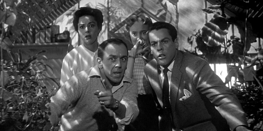 invasion-of-the-body-snatchers-1956-007-greenhouse-shadows